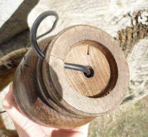 Pieds lampe en bois détail fond
