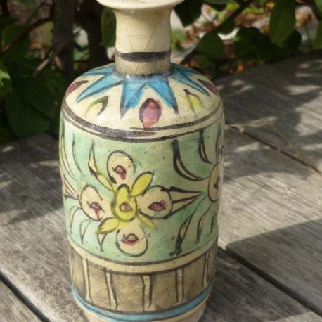 ceramique flacon iznik à décor fleuri