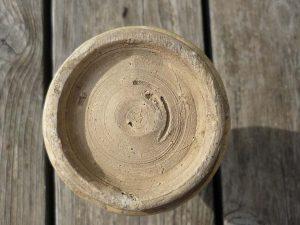 ceramique flacon iznik à décor fleuri détail dessous