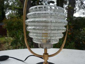 Lampe avec abat-jour en verre Arlus détail